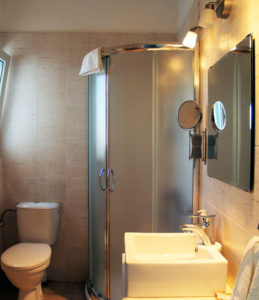 All the apartments of Hotel Indigo in Serifos have bathroom