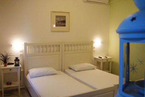 Ξενοδοχείο Hotel Indigo Studios: Δίκλινο δωμάτιο με μοναδική διακόσμηση και κλιματισμό