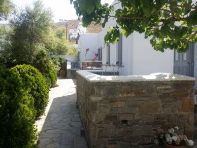 Εξωτερική άποψη των δωματίων και διαμερισμάτων του ξενοδοχείου Hotel Indigo Studios στην Σέριφο