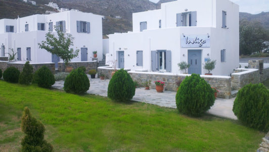 Exterior of Hotel Indigo Studios in Serifos - Apartments