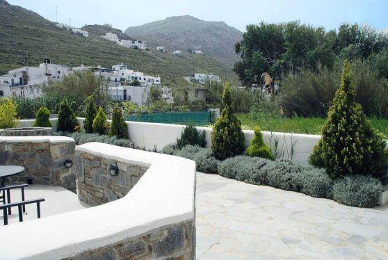 Θέα στην Σέριφο από το ξενοδοχείο Hotel Indigo Studios