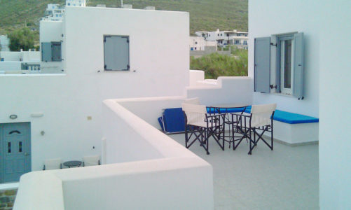 Hotel Indigo Studio provides superior apartments with a magnificent view to Serifos