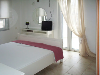 Fully equipped bedroom, with flat TV, exit to veranda with an amazing view